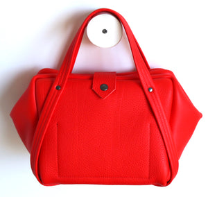 plum frrry bag. pepper colour. red. sustainable design.
