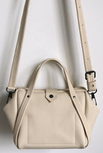 Load image into Gallery viewer, plum frrry bag. champagne colour. chrome-free leather. shoulder strap.