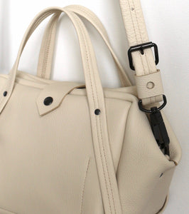 plum frrry bag. champagne colour. detail view. leather. snap hook.