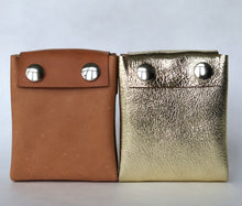 Load image into Gallery viewer, A4 wallet frrry new product beautiful leather vegetable tanned, gold laminated