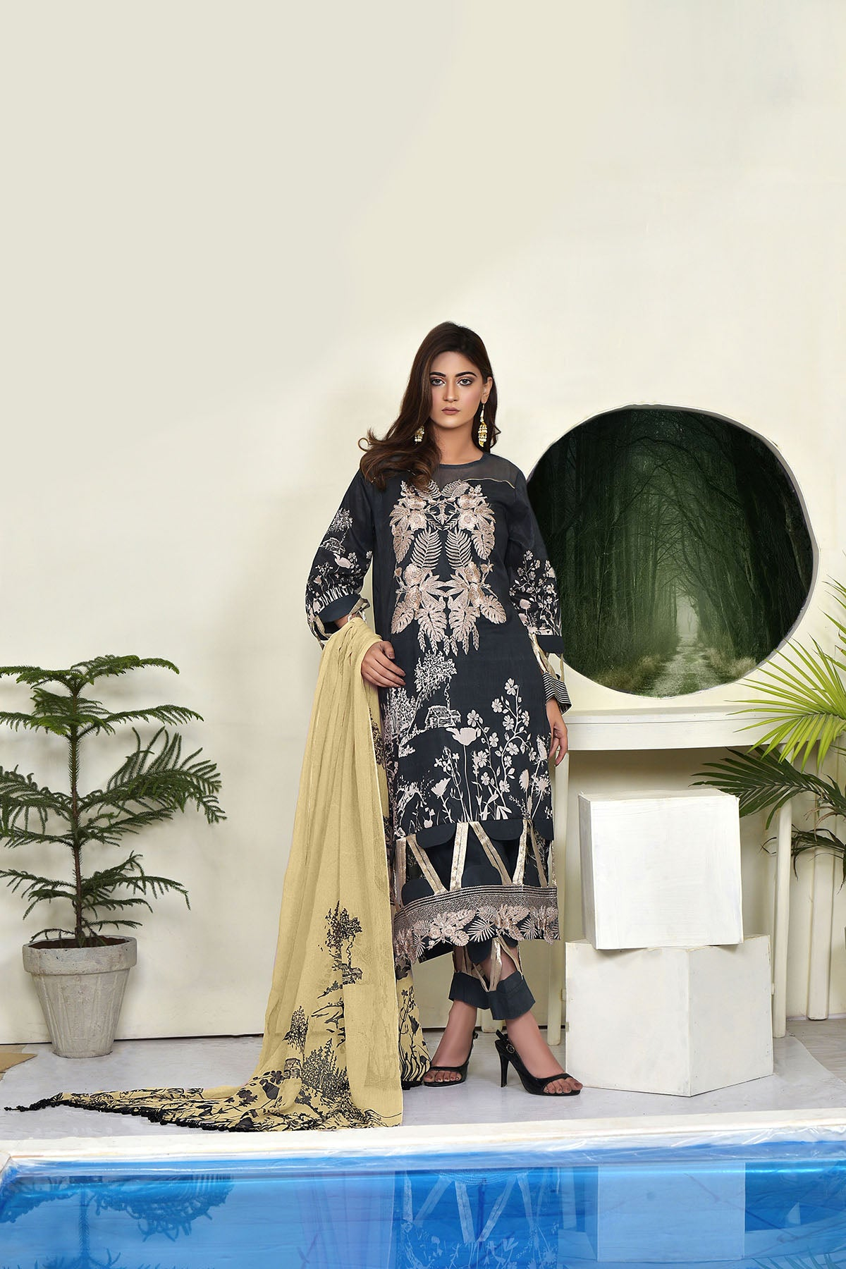 123706- Printed Embroidered Lawn 3PC
