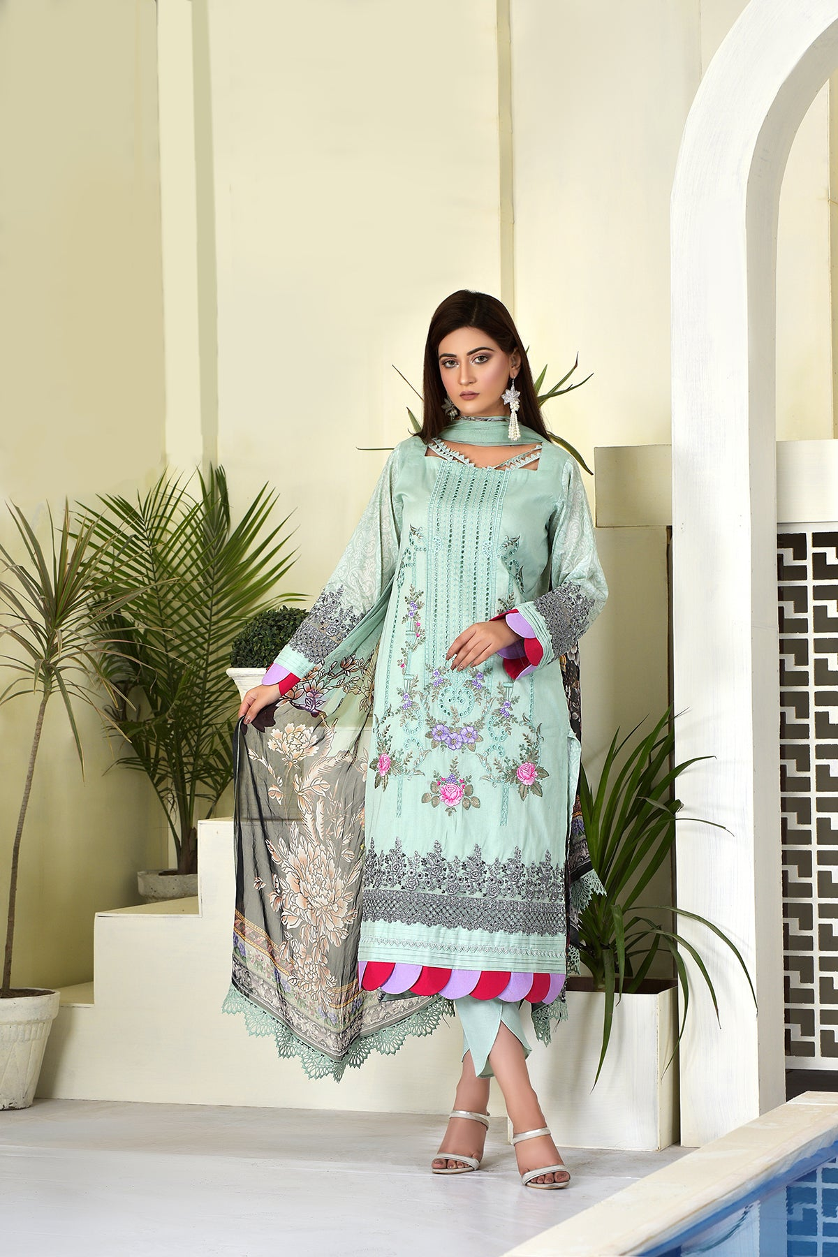 123710- Printed Embroidered Lawn 3PC
