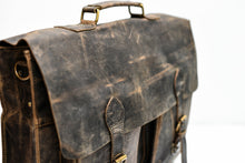 Load image into Gallery viewer, Hunter Leather Buffalo Laptop Messenger Bag
