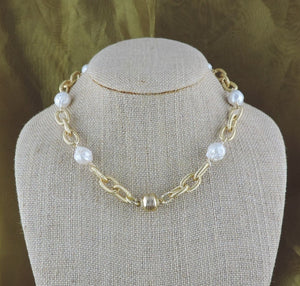 "16"" Gold Link and Baroque Pearl Necklace with Magnetic Clasp"