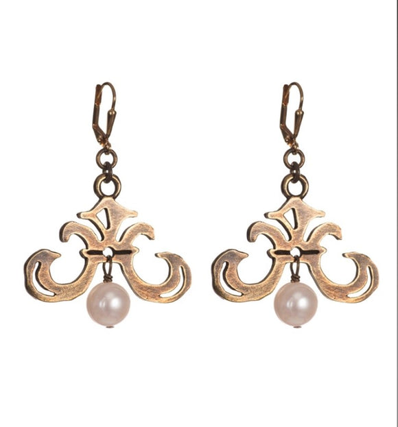 French Kande Grand Fleur Pearl Earrings