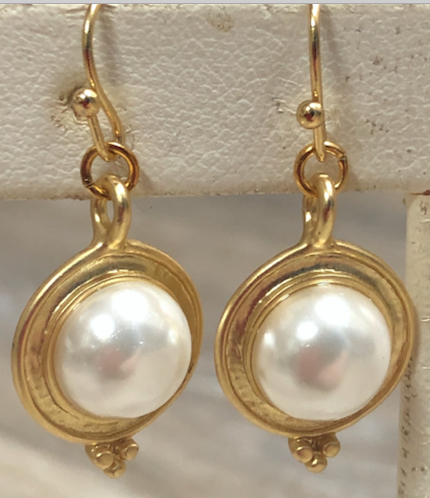 Button Pearl drop earring