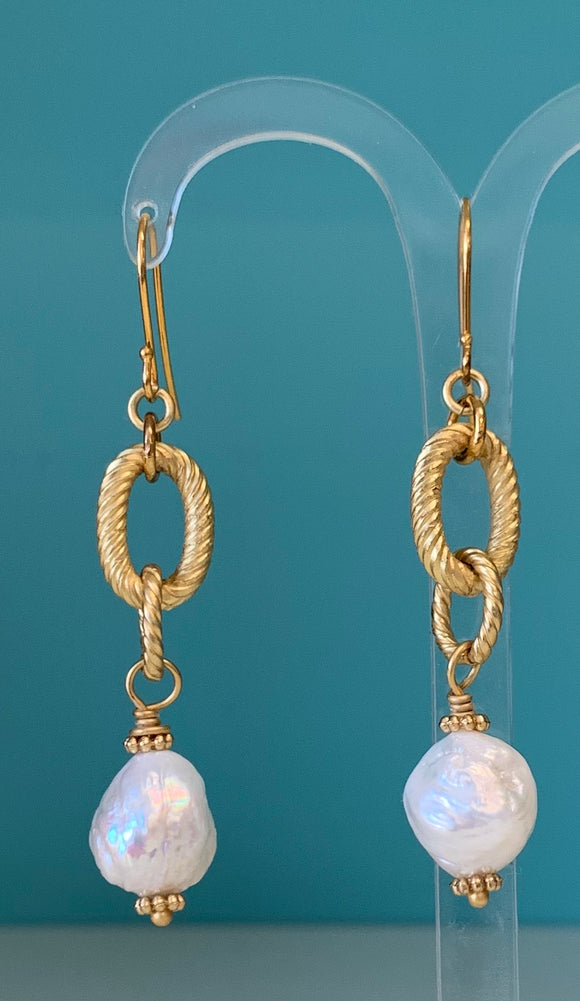 Gold Link and Pearl Earring