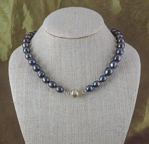 "16"" Peacock Pearl Necklace with Magnetic Clasp"