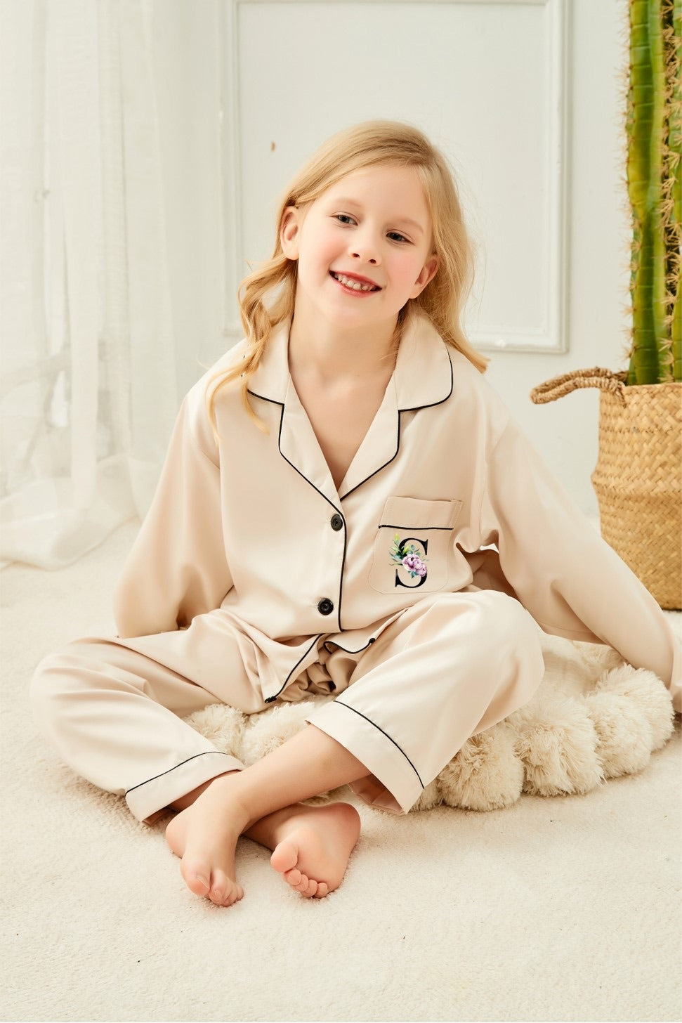 PIPPA KIDS long style pyjamas with watercolour initial on pocket