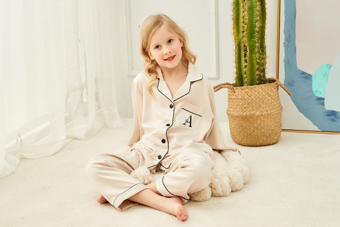 AMELIE KIDS long style pyjamas with floral initial on pocket