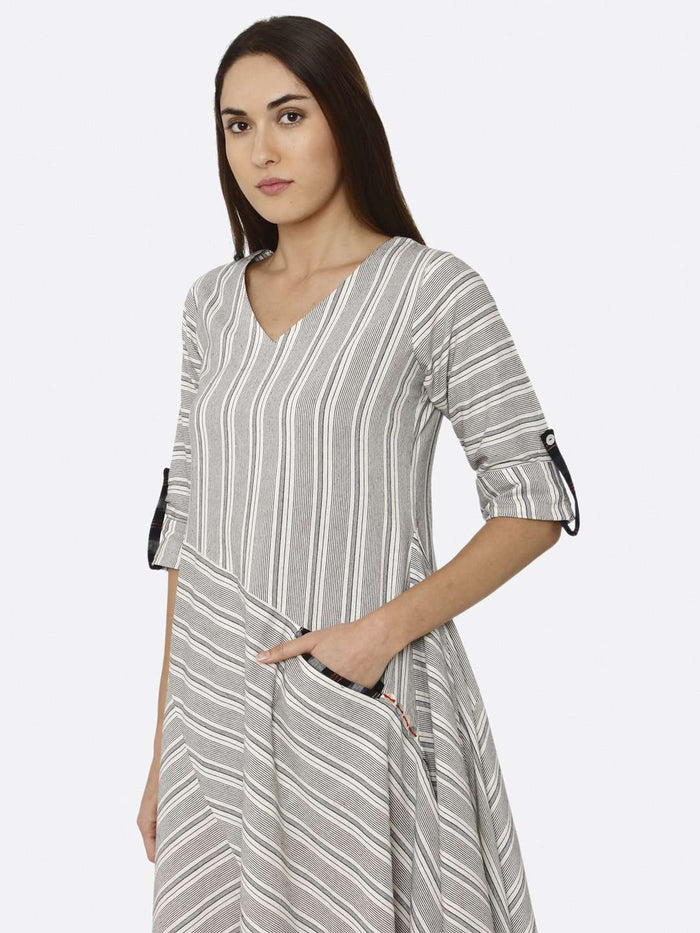 Left Side Printed Cotton Weave Dress With Grey Color