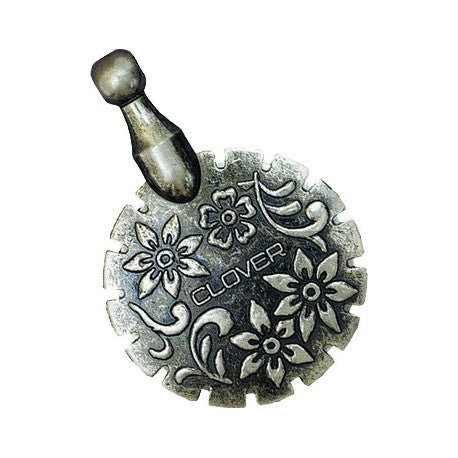 Clover 454 (Yarn Cutter Pendant in Antique Silver)