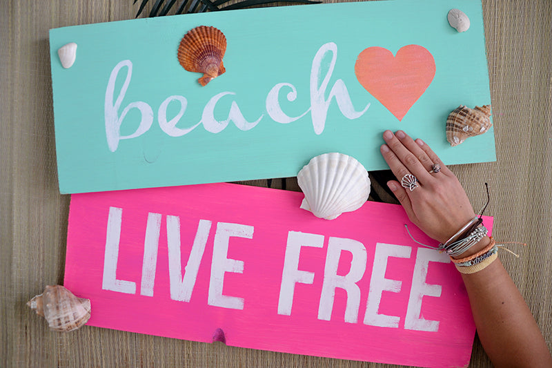 (Video) DIY: Painted Wooden Beach Sign