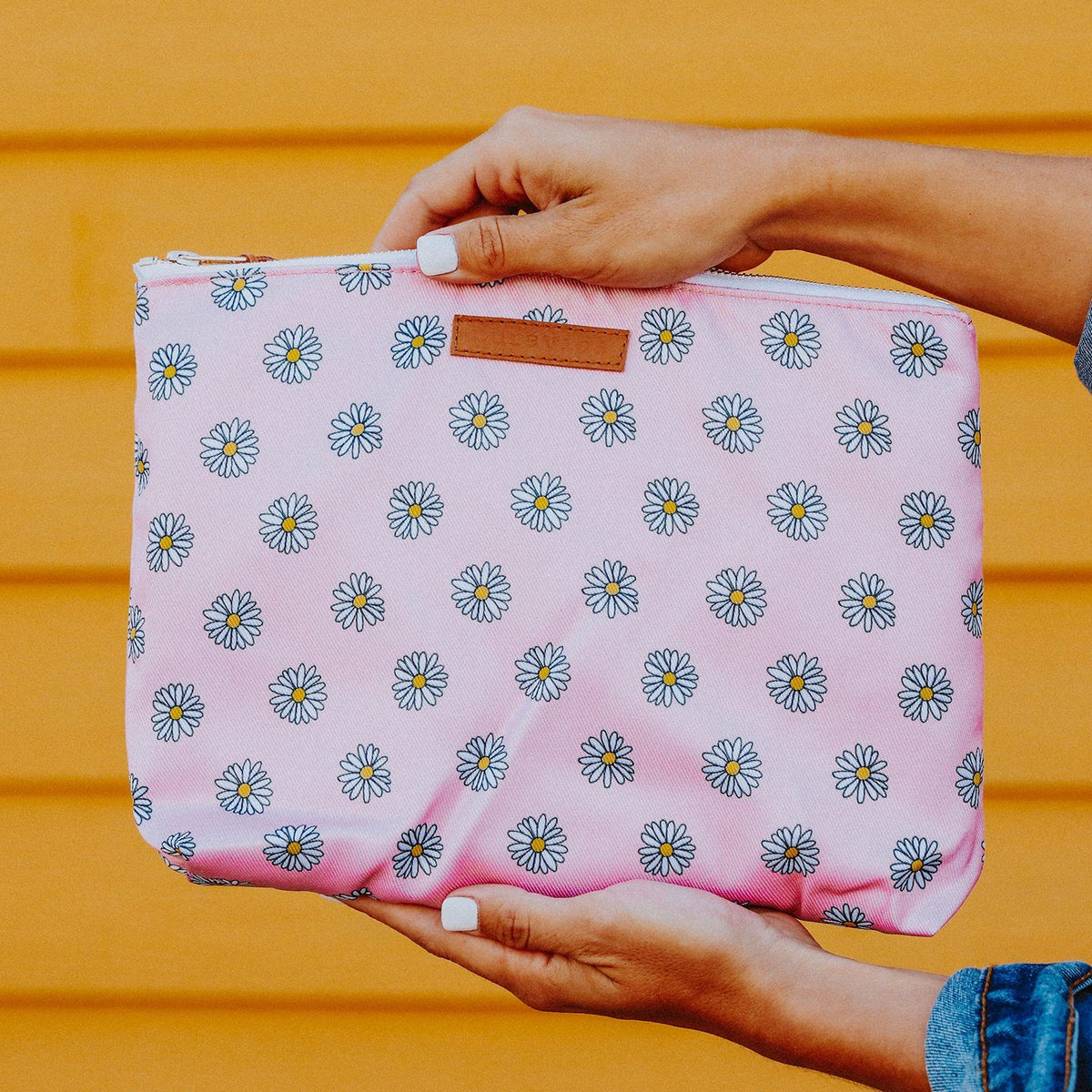 Daisy Clutch Photo 3