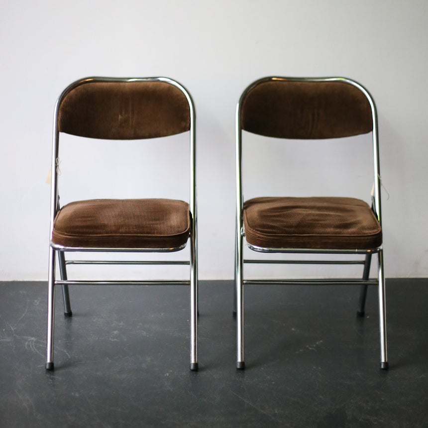 Folding chairs with cord