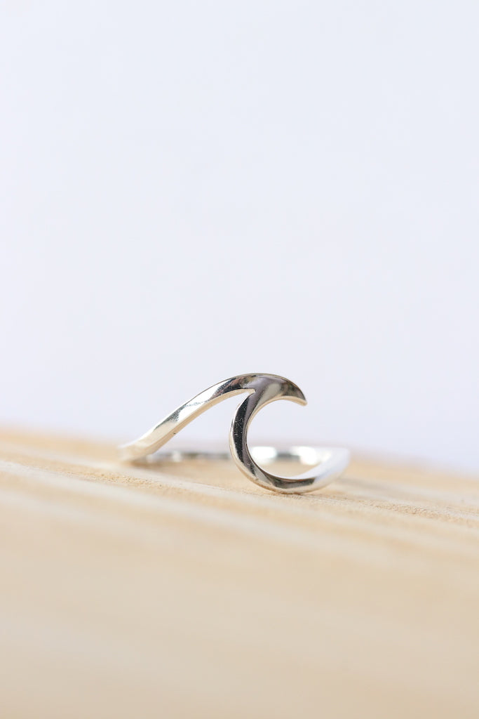 Breaking Wave Ring