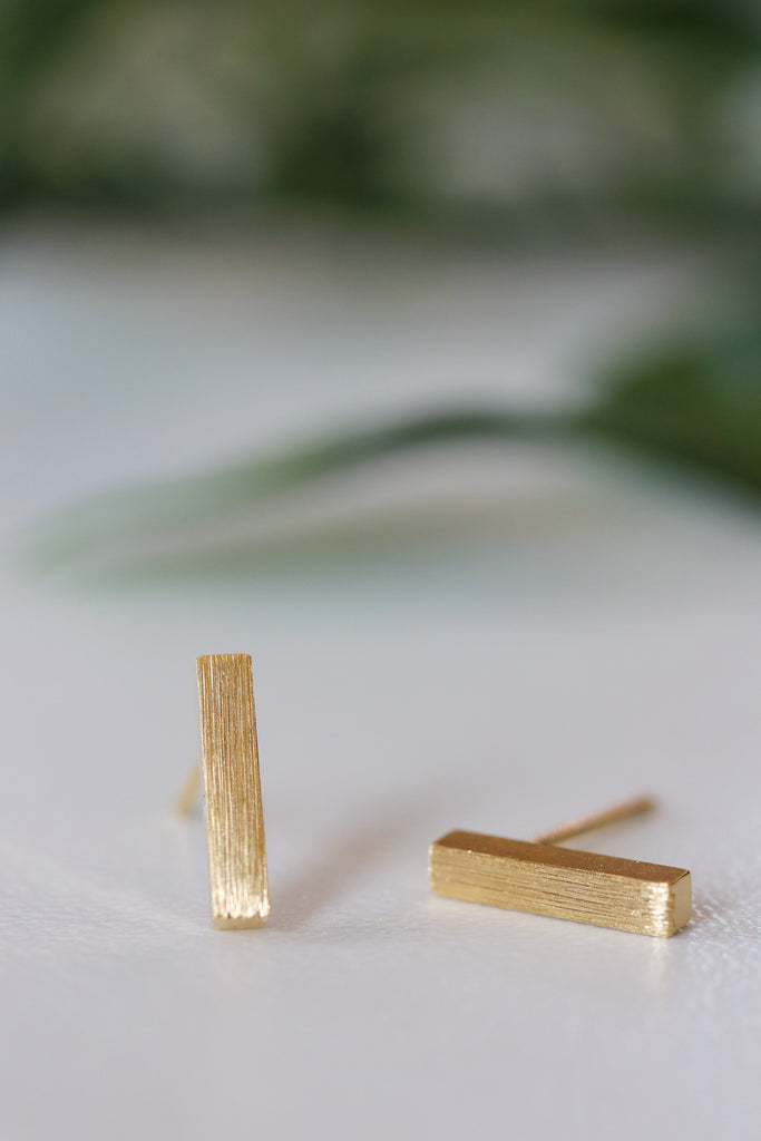 Minimal Drop Earrings in Gold