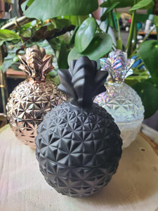 Pineapple shaped candle - black strawberry jam