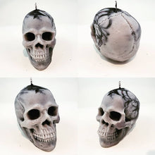 Load image into Gallery viewer, Skull candle - black and white