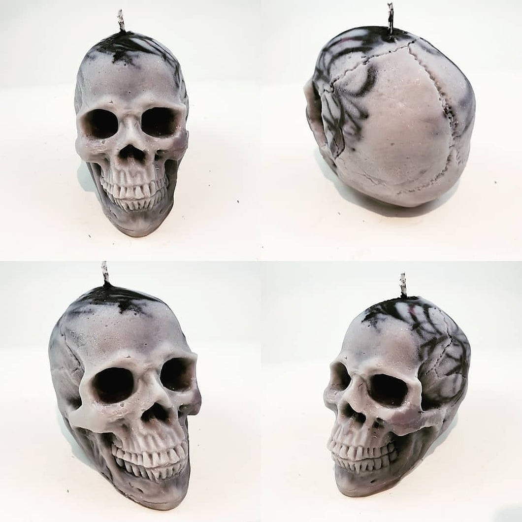 Skull candle - black and white