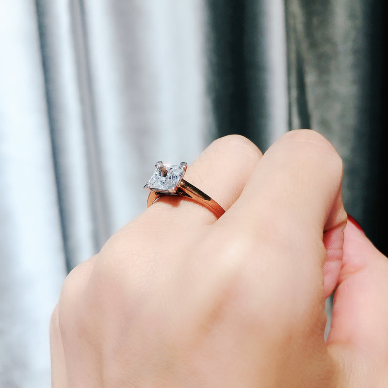 10K Rose Gold Princess Cut Solitaire Ring 10K金公主方石戒指 (10KR015)