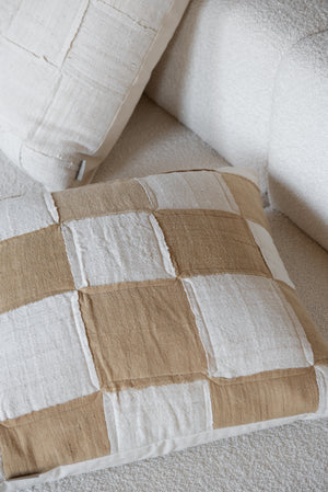 08 | Chess Moyen | Sand-white checkered cushion