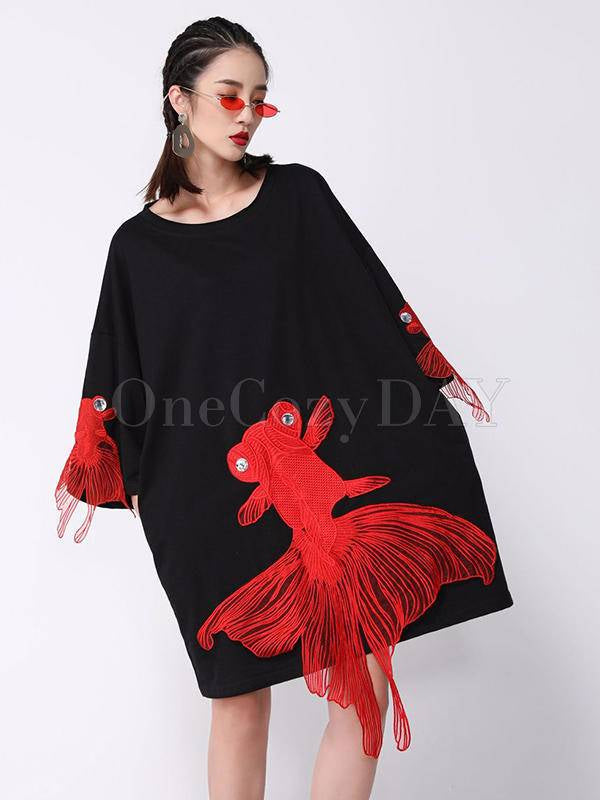 Red Goldfish Embroidered Loose Round Neck T-Shirt Dress