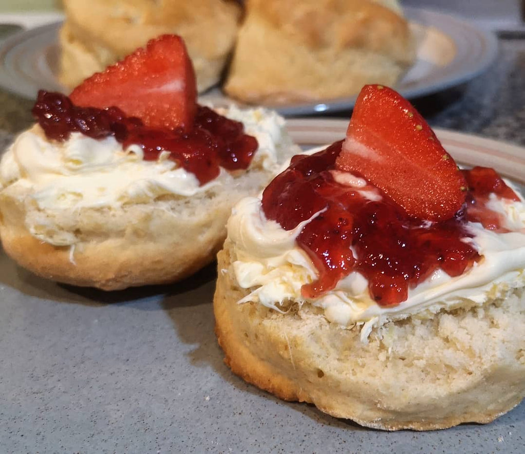 Yogurtnest scones with clotted cream and jam, ready to eat