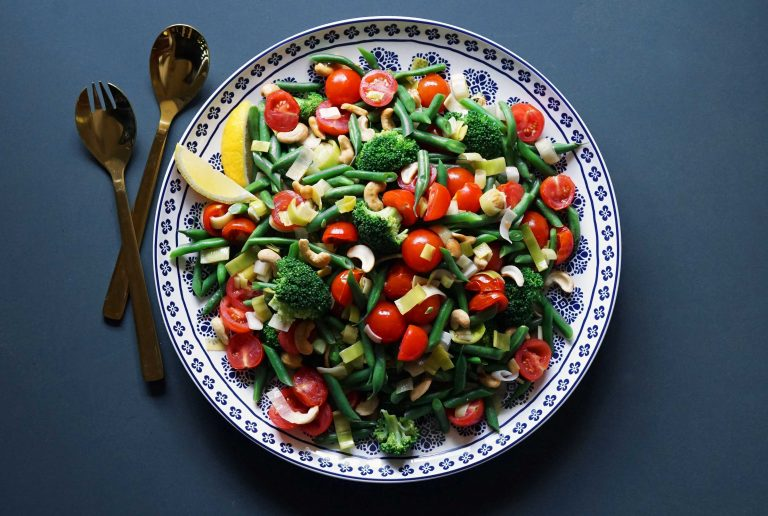 bean, tomato and cashew salad