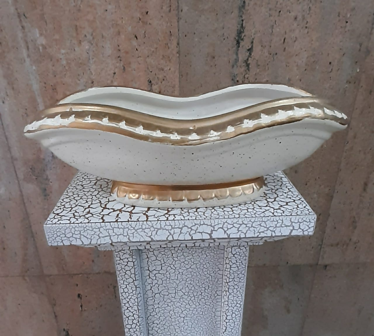 10cm Ceramic White/Gold Base (35cm length) - Green Gardens Mihiliya (Pvt) Ltd