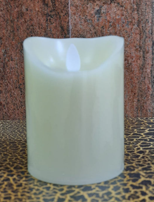 10cm Real Wax Candle with moving Wick (Battery operated) - Green Gardens Mihiliya (Pvt) Ltd