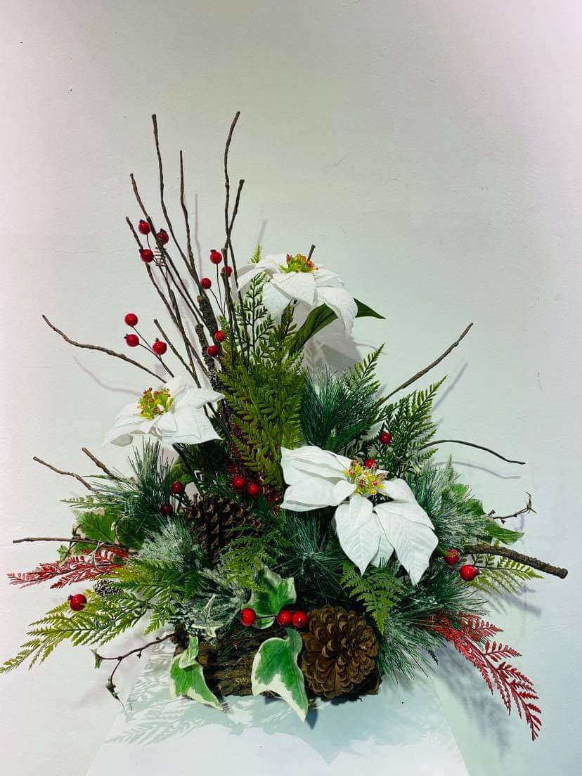 Artificial X'mas Arrangement (h:54cm w:57cm)