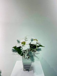 Artificial X'mas Arrangement (h:34cm w:24cm)