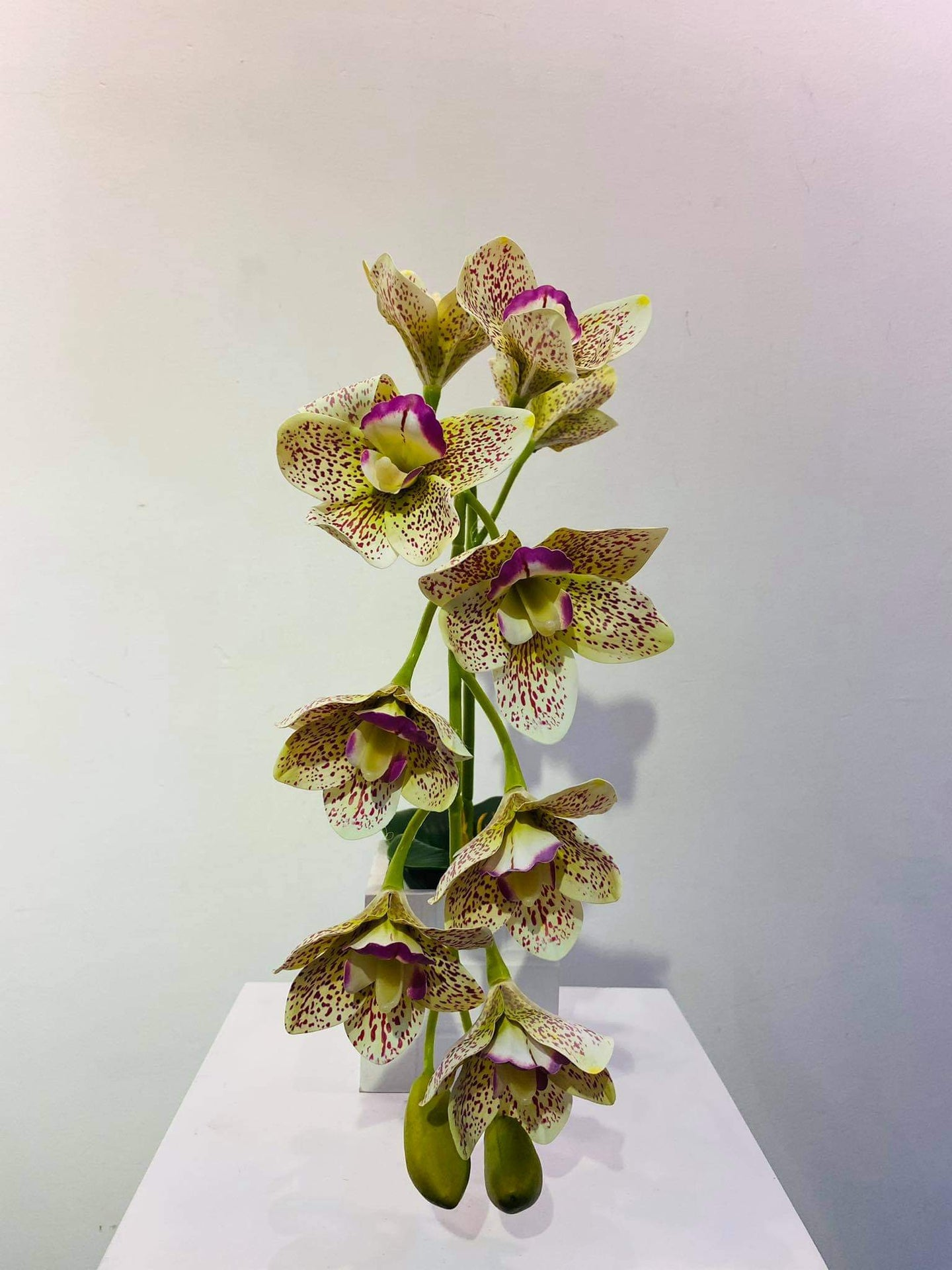 Artificial Floral Arrangement (h:44cm w:14cm)