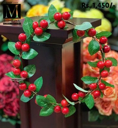 Red Berry X'mas Wreath 35CM - Green Gardens Mihiliya (Pvt) Ltd