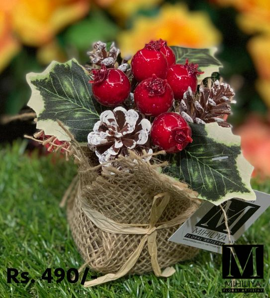 Mini Pine Cone & Berries 12CM - Green Gardens Mihiliya (Pvt) Ltd