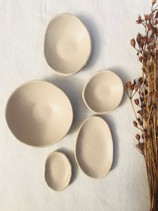 Hues Dishes and Bowls in Eggshell