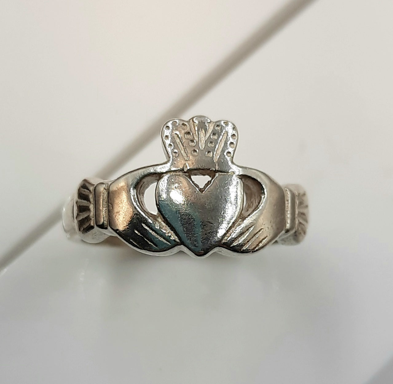 Gents Claddagh sterling silver ring
