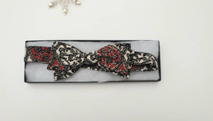 Silk bow tie, adjustable. Black, cream and red