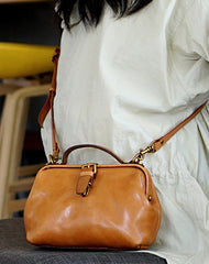 Vintage Womens Tan Leather Doctor Handbag Side Purses Doctor Purses for Women