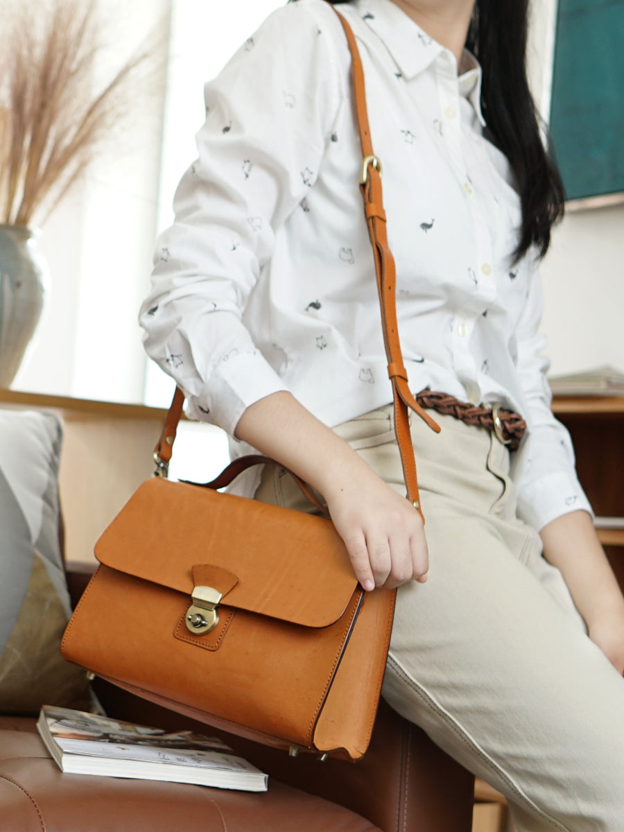 Vintage Womens Tan Leather Doctor Handbags Shoulder Purses Tan Doctor Purses for Women