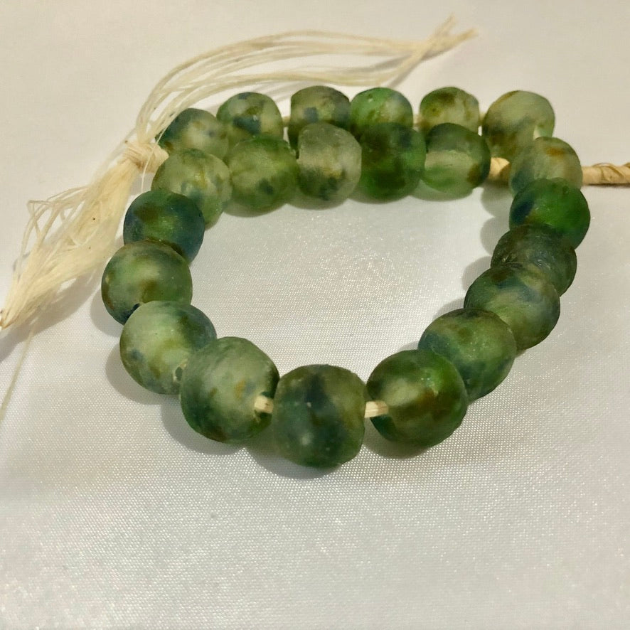 Light Green Swirl Recycled Glass Beads (14mm)