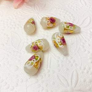 White Murano Glass Wedding Cake Teardrop, 20MM