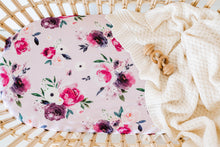Load image into Gallery viewer, Floral Kiss | Bassinet Sheet / Change Pad Cover