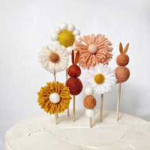 Load image into Gallery viewer, Felt Flower Cake Topper Set