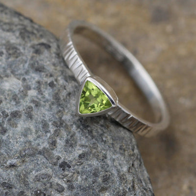 Peridot Trillion Bark Texture Bezel Alternative Engagement Ring -  Peridot Ring - Birthstone Ring - Bezel Solitaire Ring - Recycled Ring