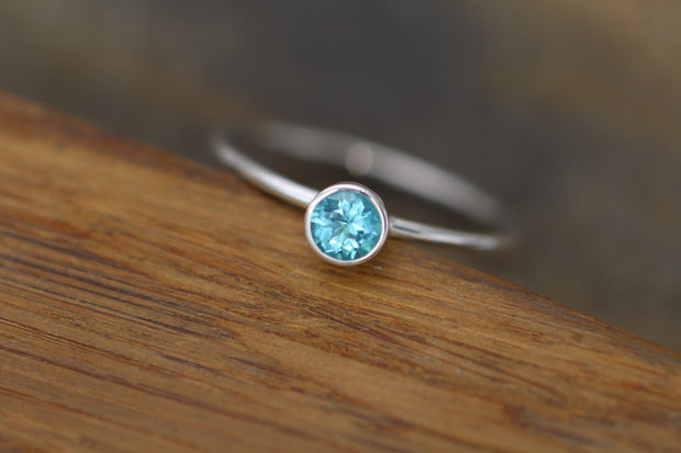 Apatite Bezel Ring 4mm Round - Apatite Solitaire Ring - 1.4 mm Band - Apatite Ring - Silver or Gold Stacking Ring -  Blue Stacking Ring
