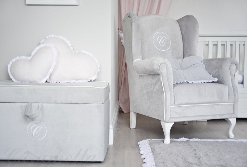 Caramella Beige armchair with emblem - Beautiful Bambino