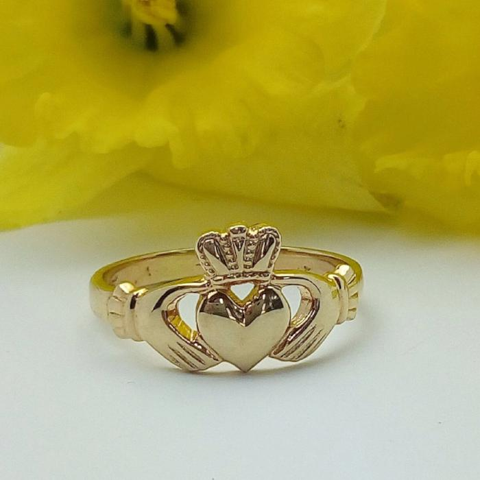 Ladies 14K gold claddagh ring.
