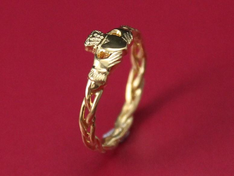 Jewelry - 10K Gold Claddagh Ring, Ladies Claddagh Ring On Celtic Rope Band.